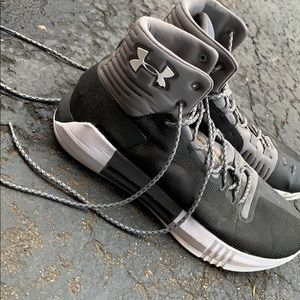 Men's Under armour Grey basketball sneakers sz 12